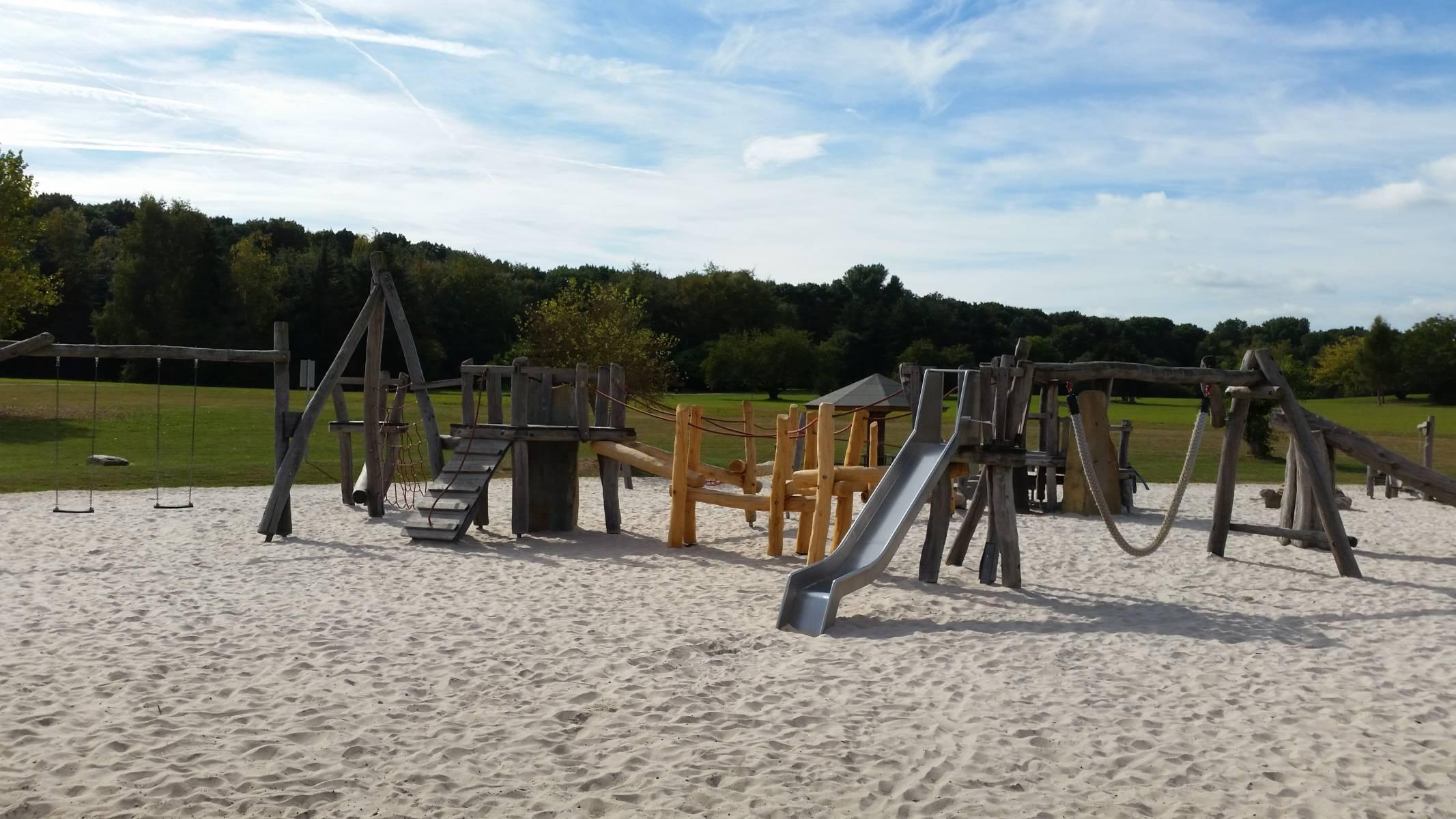 Neu Spielplatz Forstbotanischer Garten in Köln, Rodenkirchen  XL79
