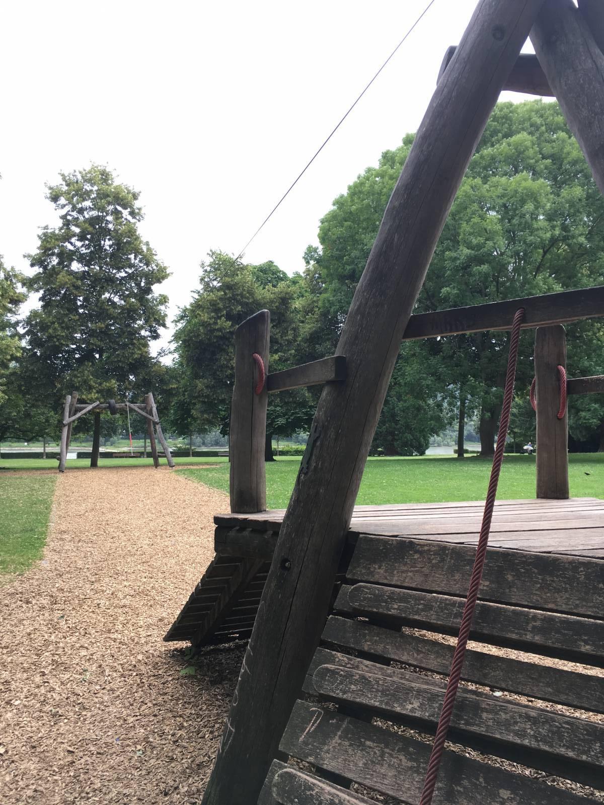 Spielplatz Panoramaplatz Bastei In Bonn Rungsdorf Spielplatznet De