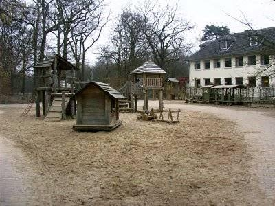 wasserspielplatz an der burg wissem in troisdorf. Black Bedroom Furniture Sets. Home Design Ideas